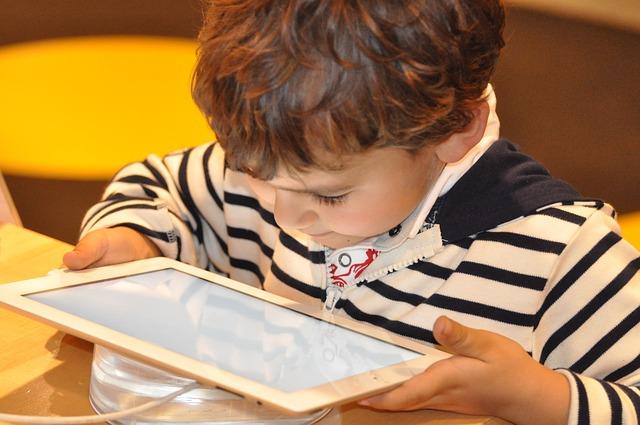 La nouvelle technologie dans la vie des enfants, le pour et le contre